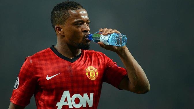 Patrice Evra kala masih berkostum Manchester United.  (AFP/Andrew Yates)