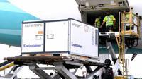 Bahan baku (bulk) vaksin COVID-19 Sinovac sejumlah 15 juta dosis tiba di Indonesia, Selasa, 12 Januari 2021 di Bandara Internasional Soekarno-Hatta sekitar pukul 12.05 WIB, dibawa pesawat Garuda Indonesia bernomor GA891. (Biro Pers Sekretariat Presiden)