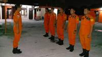 Tim rescue dari Basarnas Pekanbaru yang dikirim untuk membantu korban banjir Jakarta dan sekitarnya. (Liputan6.com/M Syukur)