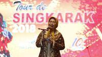 Staf Ahli Menteri Bidang Multikultural Kementerian Pariwisata Esthy Reko Astuty membuka Tour de Singkarak (TdS) yang akan berlangsung hingga 11 November 2018.