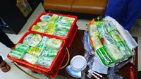 Barang bukti narkoba dari sindikat Malaysia yang disita petugas gabungan BNN dan Bea Cukai di Riau. (Liputan6.com/M Syukur)