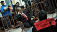 Senin (17/03/14), politisi PDIP, Izedrik Emir Moeis kembali menjalani sidang di Pengadilan Tipikor, Jakarta (Liputan6.com/Johan Tallo)