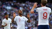 Gelandang Inggris, Raheem Sterling, merayakan gol yang dicetaknya ke gawang Bulgaria pada laga Kualifikasi Piala Eropa 2020 di Stadion Wembley, London, Sabtu (7/9). Inggris menang 4-0 atas Bulgaria. (AFP/Ben Stansall)