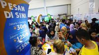 Pengunjung memadati acara KAI Travel Fair 2017 di Jakarta Convention Center, Jakarta Pusat, Sabtu (29/7). Dalam acara ini, PT KAI mempersiapkan sebanyak 642.000 tiket kereta api untuk periode tiga bulan ke depan. ( Liputan6.com/Angga Yuniar)