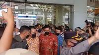 Wali Kota Medan, Bobby Nasution, menyegel Mall Centre Point