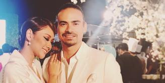 Bunga Citra Lestari dan Ashraf Sinclair sempat menjalin hubungan jarak jauh sekitar 1 tahun. Setelah itu, mereka menikah pada 2008. (foto: instagram.com/bclsinclair)