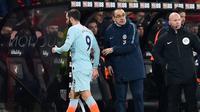 Higuain kembali tampil buruk dan gagal mencetak gol pada laga lanjutan Premier League yang berlangsung di stadion Dean Court, Bournemouth, Kamis (31/1). Chelsea dipermalukan 0-4 kontra Bournemouth. (AFP/Glyn Kirk)