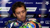 Valentino Rossi lesu tak bisa lanjutkan balapan (TOSHIFUMI KITAMURA / AFP)