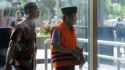 Wakil Ketua DPR Bidang Keuangan nonaktif Taufik Kurniawan (kanan) tiba di Gedung KPK, Jakarta, Selasa (5/3). KPK memeriksa Taufik Kurniawan untuk melengkapai berkas terkait dugaan suap DAK Kebumen TA 2016. (merdeka.com/Dwi Narwoko)