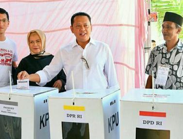 Bersama Keluarga, Ketua DPR Nyoblos di TPS 15 Purbalingga