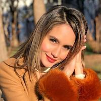 Cinta Laura tersenyum (Instagram/claurakiehl)
