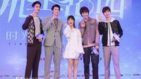 Connor Leong, Dylan Wang, Shen Yue, Darren Chen, dan Caesar Wu (Sumber: Straits Times/ Weibo)