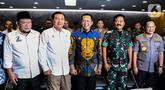 Ketua MPR Bambang Soesatyo (tengah), Ketua DPD La Nyalla Mattalitti, Kepala BIN Budi Gunawan, Panglima TNI Marsekal Hadi Tjahjanto, dan Kapolri Jenderal Tito Karnavian saat rapat koordinasi pengamanan pelantikan presiden di Kompleks Parlemen, Jakarta Selasa (15/10/2019). (Liputan6.com/JohanTallo)