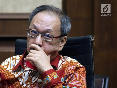 Pemilik OEM Investment Pte. Ltd dan Delta Energi, Made Oka Masagung saat menjalani sidang lanjutan dugaan korupsi proyek pengadaan e-KTP di Pengadilan Tipikor, Jakarta, Selasa (7/8). Sidang mendengar keterangan saksi. (Liputan6.com/Helmi Fithriansyah)