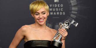 Tutorial Make Up - Miley Cyrus Look Alike