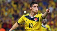 Bintang Kolombia, James Rodriguez menjadi penerima FIFA Puskas Award 2014 melalui gol cantiknya pada ajang Piala Dunia 2014. James mengalahkan Robin Van Persie yang juga masuk dalam nominasi. (EPA/Paolo Aguilar)