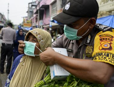 Aceh Diselimuti Kabut Asap, Polisi Bagikan Masker ke Masyarakat