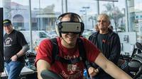Virtual Reality di dealer BMW Motorrad (Foto: Rideapart).