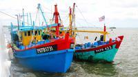 Dua kapal ikan asing berbendera Malaysia yang ditangkap Bakamla bersama Dinas Kelautan dan Perikanan Provinsi Riau. (Liputan6.com/Istimewa)