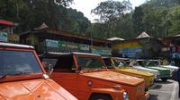 Berwisata keliling Yogyakarta makin seru dengan naik mobil VW klasik. Mulai dari Kaliurang hingga Malioboro. (Foto: Benedikta Desideria/Liputan6.com)