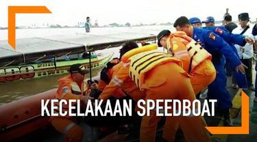 Kecelakaan moda transportasi air terjadi di Sumatera Selatan hari Senin (18/3), sebuah speedboat tabrak pohon di pinggir sungai menewaskan 7 penumpang.