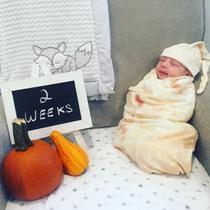 Bedong yang memperlihatkan bayi seperti dibungkus Burrito. (dok. Instagram @lauramarie427/https://www.instagram.com/p/BMPcxgpDI_l/)