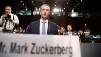 CEO Facebook Mark Zuckerberg memenuhi panggilan untuk bersaksi di hadapan Komite Senat Amerika Serikat di Capitol Hill, Washington, Senin (10/4). (AP Photo/Alex Brandon)