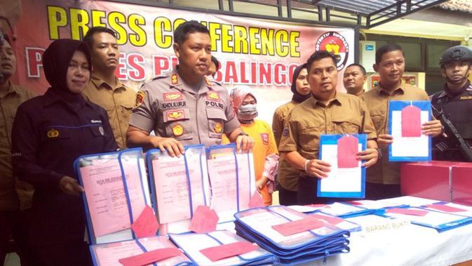 Terjerat Kasus Korupsi Dana Desa Mantan Kades Di Purbalingga Menangis Tersedu Sedu Regional Liputan6 Com