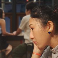 Berpaling ke perempuan lain./Copyright shutterstock.com/g/NitikornPoonsiri