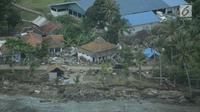 Pemandangan dari udara wilayah Kota Lampung usai diterjang tsunami, Selasa (25/12). Jumlah korban akibat Selat Sunda terus bertambah, hingga selasa (25/12) siang data dari Kapusdatin Humas BNPB 429 orang meninggal. (Liputan6.com/Zulfikar Abubakar)