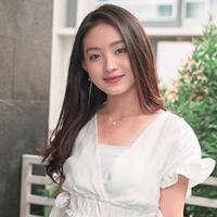 Senyum manisnya sukses membuat banyak pria antri untuk berebut mendapatkan hati gadis yang telah menginjak usia 20 tahun ini. (Liputan6.com/IG/natashawilona12)
