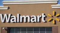 Walmart pecat karyawannya setelah mengembalikkan uang yang ia temukan di parkiran. (News.com.au)