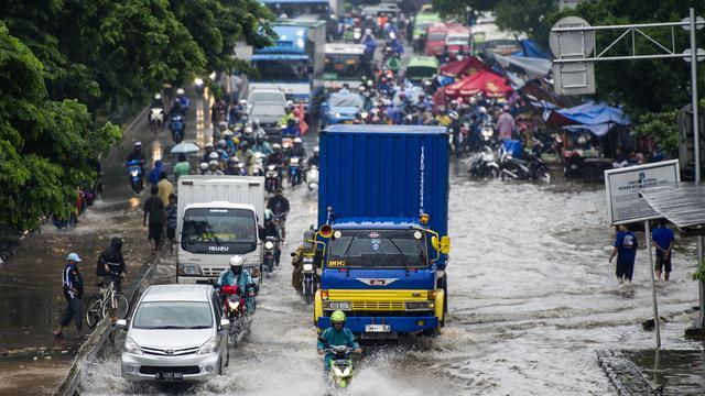 Gubernur DKI Jakarta Basuki Tjahaja Purnama berniat meminta pengoperasian pompa air milik Kementerian Pekerjaan Umum (PU) untuk diserahkan ke Pemprov DKI Jakarta.