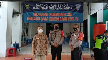 Ombudsaman saat melakukan sidak Satpas Pembuatan SIM di Pasar Segar, Kecamatan Sukmajaya, Kota Depok