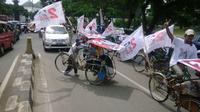 Samsir yang baru setahun bekerja sebagai tukang becak mengatakan, memilih mendukung Jokowi karena mengikuti hati kecilnya.