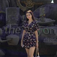 Gaya pakaian Aura Kasih. (dok. Instagram @aurakasih/https://www.instagram.com/p/BpVzHLXHnJF/Asnida Riani)