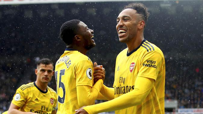Striker Arsenal, Pierre-Emerick Aubameyang, melakukan selebrasi usai membobol gawang Newcastle United pada laga Premier League 2019 di Stadion St James' Park, Minggu (11/8). Arsenal menang 1-0 atas Newcastle United. (AP/Owen Humphreys)
