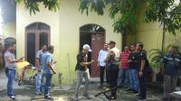 Belakangan diketahui jika rumah yang didatangi pihak kepolisian itu adalah rumah milik keluarga Syahrial Alamsyah (31) pelaku penusukan Menteri Koordinator Bidang Politik, Hukum dan Keamanan (Menko Polhukam) Wiranto.