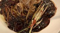Jajangmyeon, kuliner khas Korea Selatan. (dok. Instagram @drunkcow/https://www.instagram.com/p/BviBGNMFYOe/Asnida Riani)