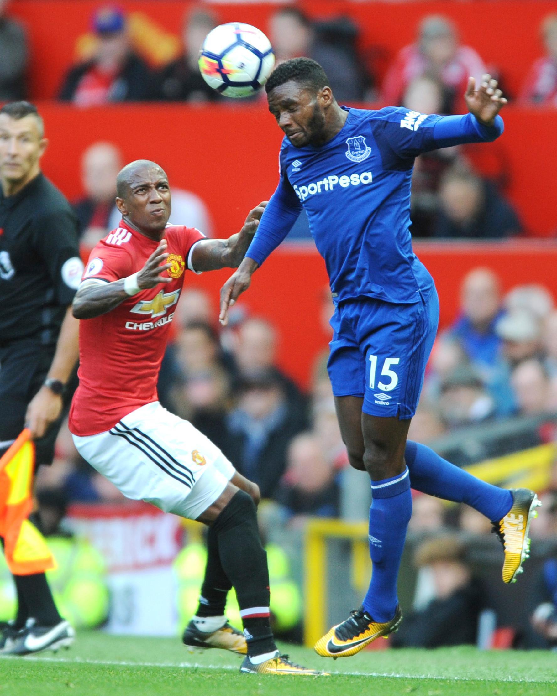 Tantang Everton Young Lengkapi Krisis Pemain MU Bola