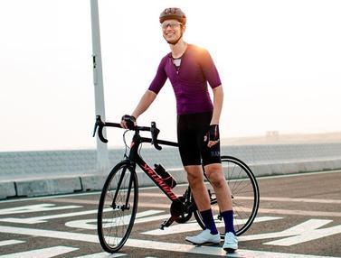 FOTO: Gaya Dimas Beck Saat Naik Sepeda, Pakai Aksesoris Lengkap