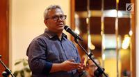 Ketua KPU Arief Budiman memberikan sambutan saat acara penandatanganan Pakta Integritas Moderator dan panelis pada Debat Kedua Calon Presiden (Capres) Pemilu 2019, di Jakarta, Sabtu (9/2). (Liputan6.com/Johan Tallo)
