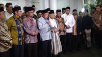 Pejabat negara dan pemimpin ormas Islam berkumpul di rumah Wapres Jusuf Kalla membahas mengenai pembakaran bendera HTI di Garut, Jawa Barat. (Merdeka.com/ Muhammad Genantan Saputra)
