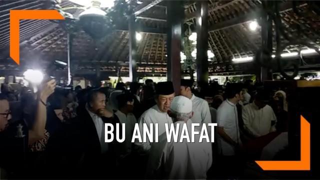 Jenazah Ani Yudhoyono pagi ini disemayamkan di Pendopo Cikeas sebelum dimakamkan di TMP Kalibata.