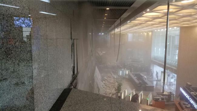 Ambruknya Atap Balkon Gedung BEI (kar_tono90/twitter.com)