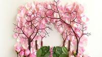 Lukisan dari berbagai kelopak bunga ini dibuat oleh Bridget Collins (foto : boredpanda.com)