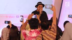 Musisi Virgoun saat bernyanyi pada gelaran EGTC Bandung 2018 di Graha Sanusi Hardjadinata, Universitas Padjajdaran, Bandung, Kamis (6/12). Virgoun membawakan tiga buah lagu diantaranya, Bukti dan Surat Cinta untuk Starla. (Liputan6.com/Helmi Fithriansyah)