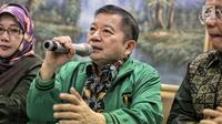 Anggota Dewan Pertimbangan Presiden, Suharso Monoarfa memberi keterangan pers di DPP PPP, Jakarta, Sabtu (16/3). Suharso Monoarfa ditunjuk sebagai Plt Ketum PPP menggantikan Romahurmuziy pasca rapat tertutup pengurus. (Liputan6.com/Faizal Fanani)