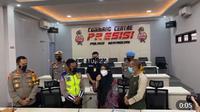 Wanita yang viral memaki polisi saat diputar balik di Sukabumi minta maaf. (Sumber: akun Instagram @Cetul.22)