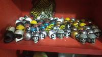 Puluhan helm mini hasil karya pemuda Garut (Liputan6.com/Jayadi Supriadin)